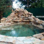 Водопад из природного камня с купелью в Подмосковье